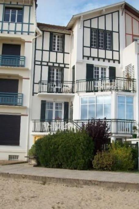 vue Vue exceptionnelle : - 4 chambres côté mer - 2 chambres côté jardin
