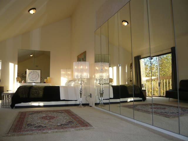 Luxury Private Room with Gorgeous Balcony View - Carlsbad - House