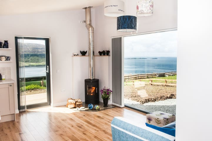 Blue Moon Studio, Lochbay, Waternish, Skye. - Isle of Skye - Casa