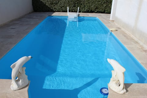 Chambre, salle de bain privative & piscine