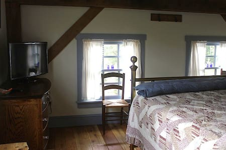 Stone Oak Tree Farm Blue Spruce Rm. - Slate Hill - Bed & Breakfast
