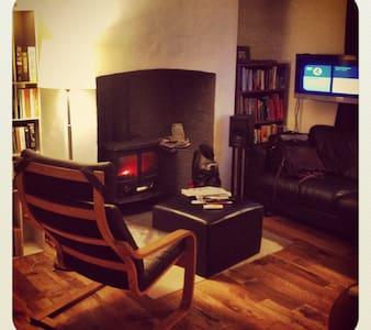 Bwthyn Dinas / Dinas cottage - Dinas