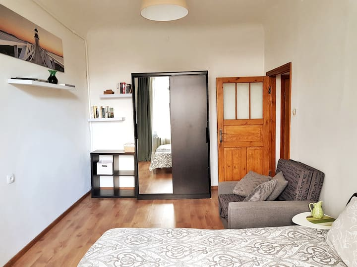 Cozy studio | Free parking | Center, 4 km Old Town