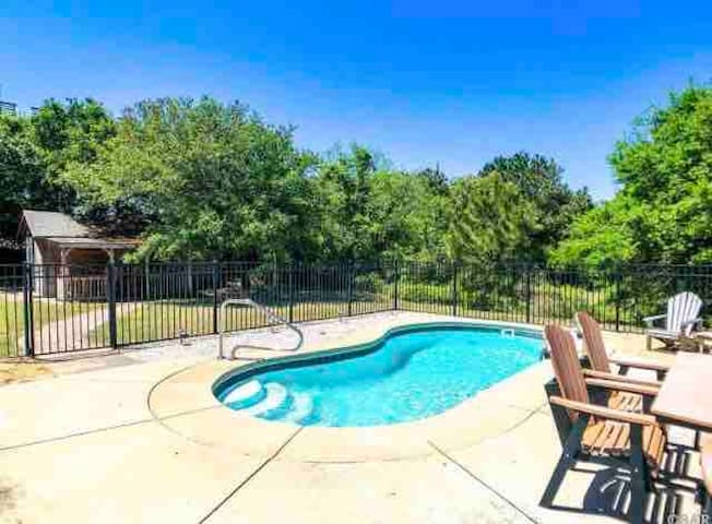 **Inground Pool, Hot Tub, King Bed...OBX Oasis!!