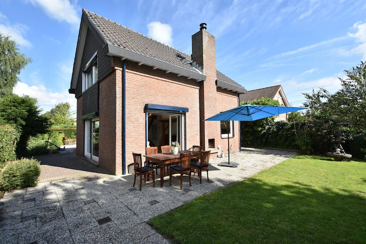 Detached holiday home in Zeeland with panoramic views, lots of privacy, large garden
