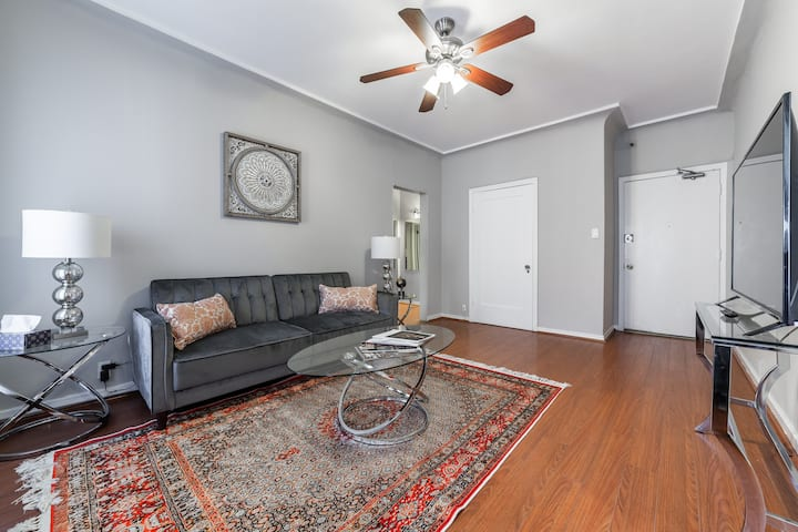 Stunning 1 Bedroom by the Grove