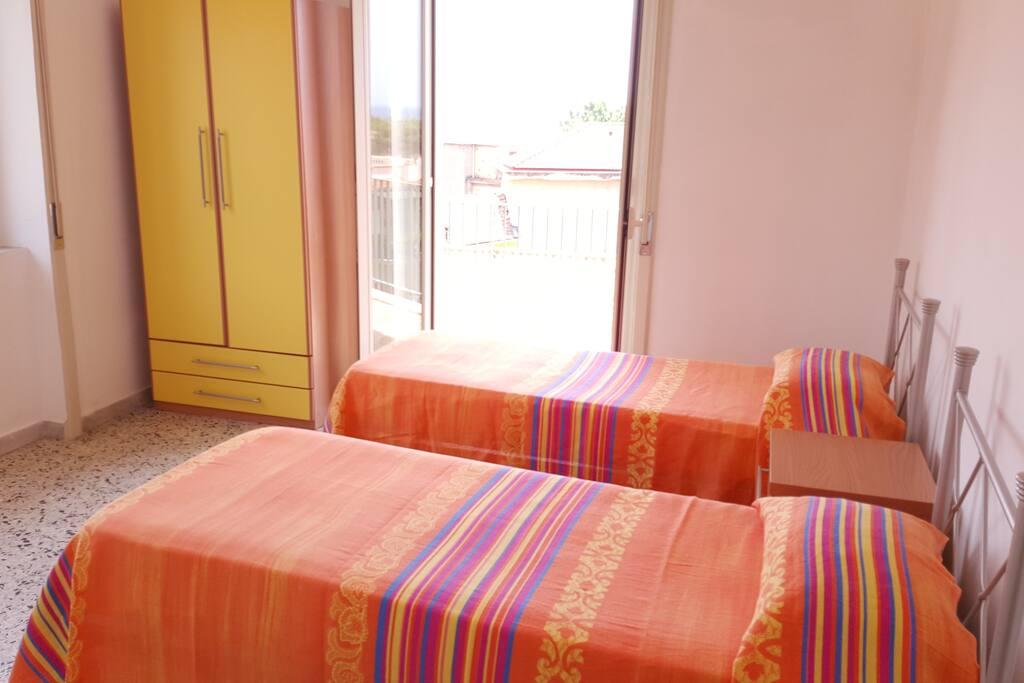 Foto tipo di una delle due camere da letto con due letti singoli