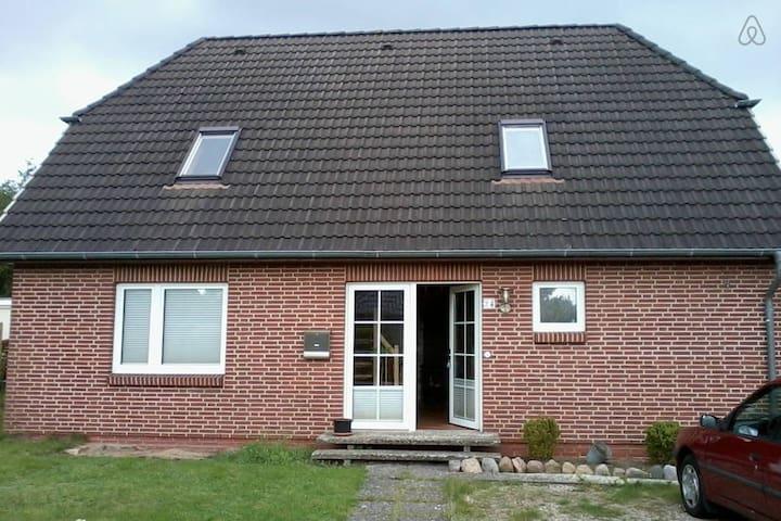 Tolles Zimmer in idyllischer Lage - Heide - House