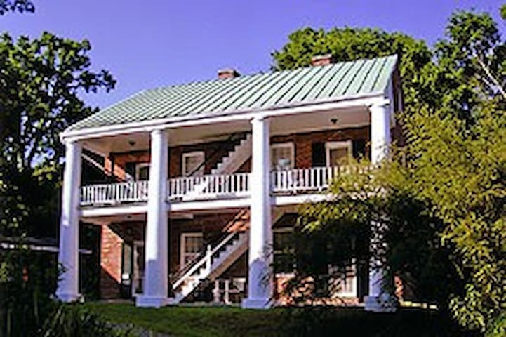 Elgin Plantation Guesthouse - Natchez - Bed & Breakfast