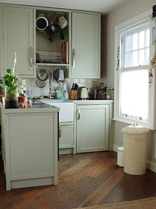 Made to measure kitchen with built in fridge, freezer, electric hob and oven