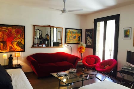 Cozy fully equipped 1 bedroom apartment overlooking the plaza in front the entrance of the 15th century Santa Maria del Mar church.