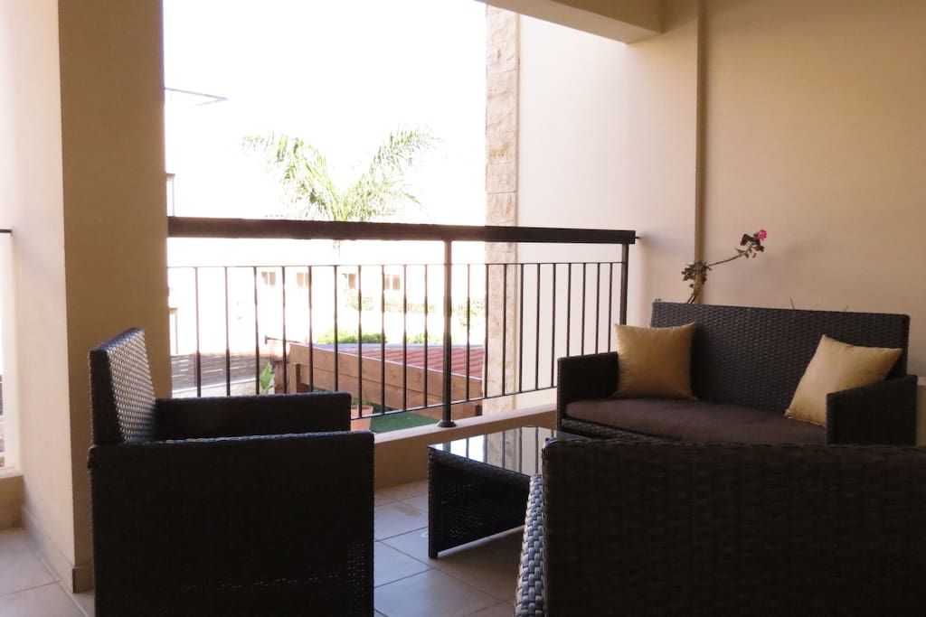 Sit & Relax out on the balcony-Read a book,have a cup of tea/coffee,glass of wine or using WiFi