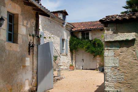 Maison de Verneuil - Champagnac-de-Belair