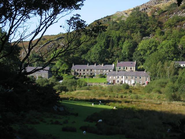 Bryn Derwen Cottage, Betws Garmon, Caernarfon