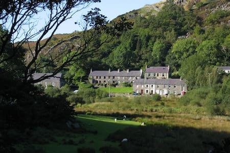 Bryn Derwen Cottage, Betws Garmon, Caernarfon - Betws Garmon - Huis