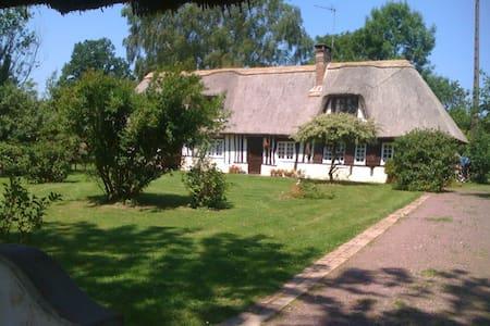 BELLE CHAUMIÈRE EN NORMANDIE - Fumichon - House