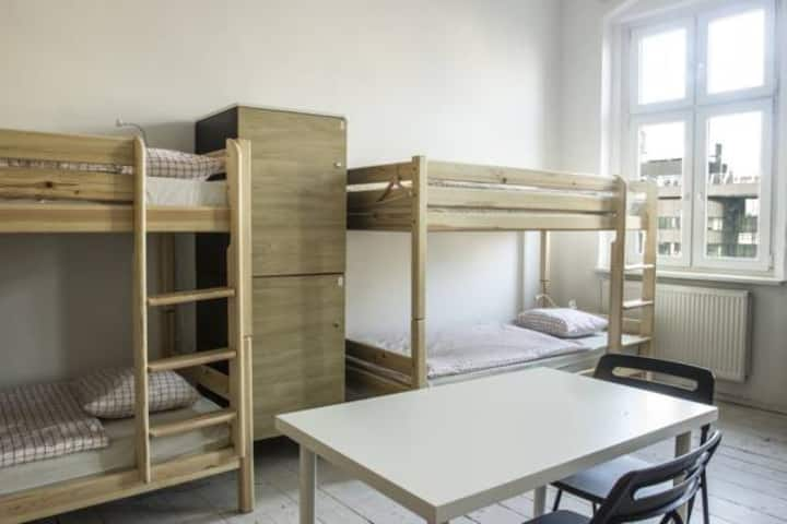 1 bed in 6-bed-dormitory room