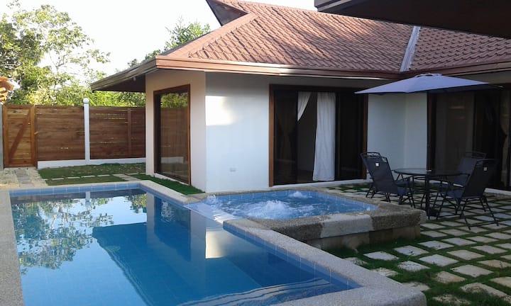 Pool Villa-4 bedroom/4 bath-private pool/Jacuzzi