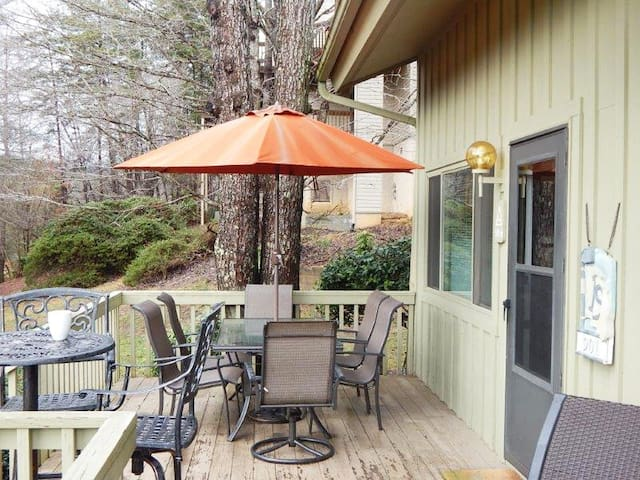**Rumbling Bald Resort- Newly Remodeled Condo- w/kayak -BALD MOUNTAIN LAKE