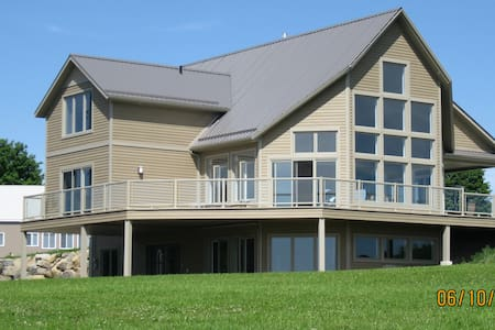 5000 square house on over 500 acres of land