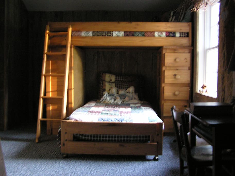 2nd bedroom has bunk beds