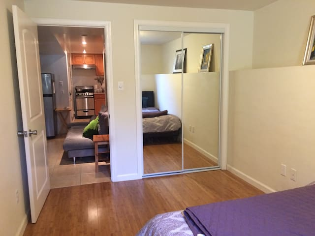 Cozy elegant room at doorsteps of GG park