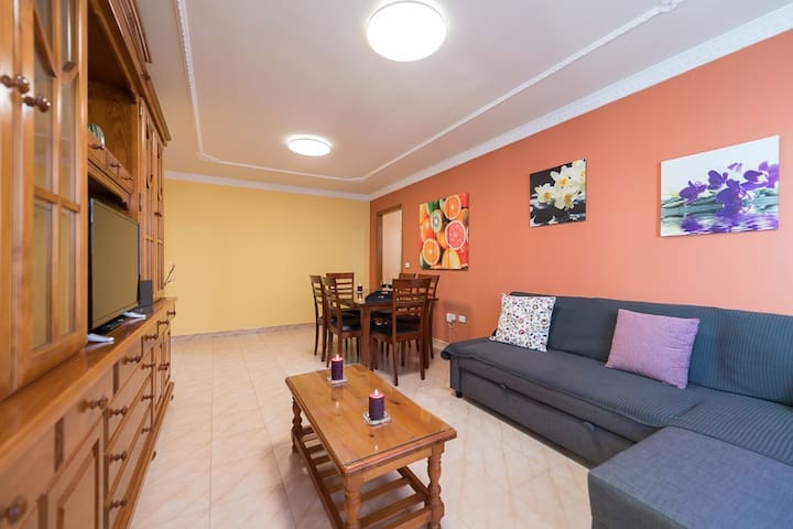 Spacious 3-bedroom flat, 2 min from the beach