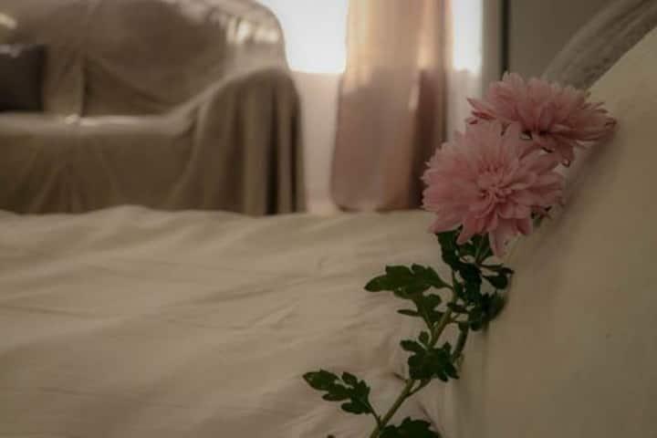 Northcliff self-catering studio queen bed