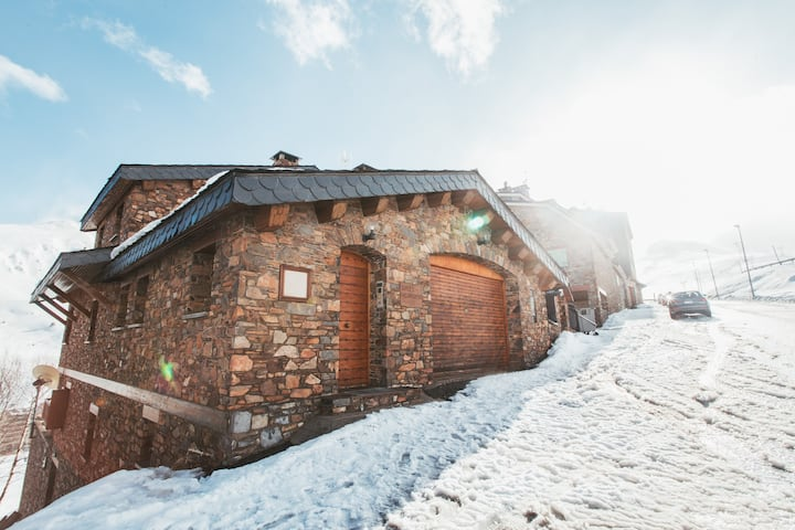 Unique Chalet right on the slopes with view and PK