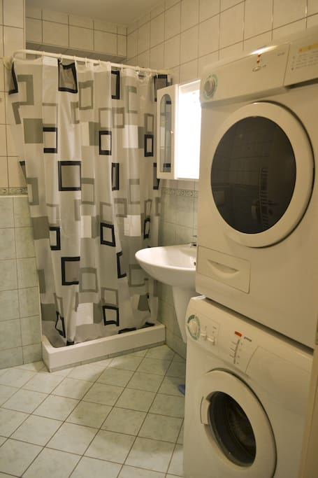 Bathroom with a washing machine and a dryer