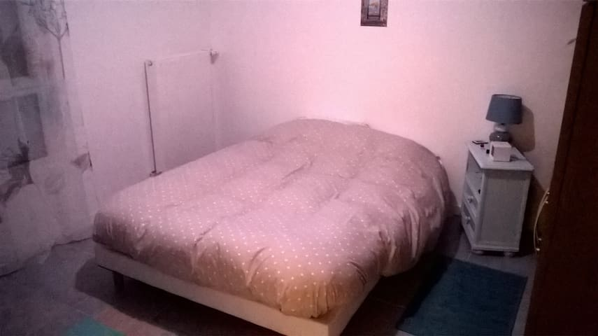 Chambre calme - Sathonay-Camp - Appartement