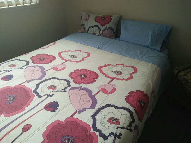 #3 Queen Bed, WiFi, Airc Merrylands - Merrylands - Bed & Breakfast