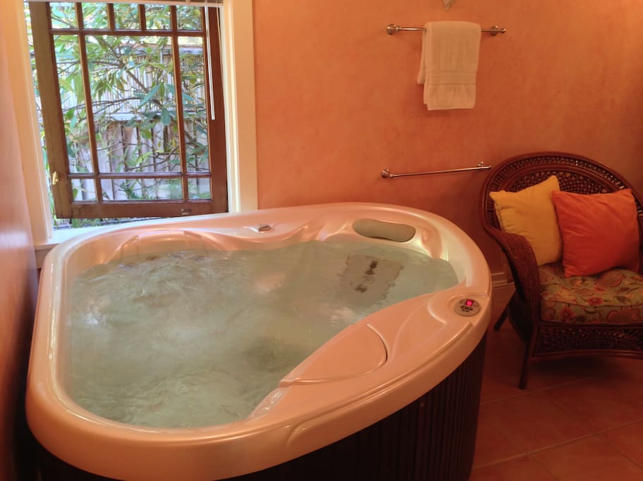 Two-person exclusive & private for guests hot tub. No swimming suits/attire please! (Not good for either your suit or the tub...)