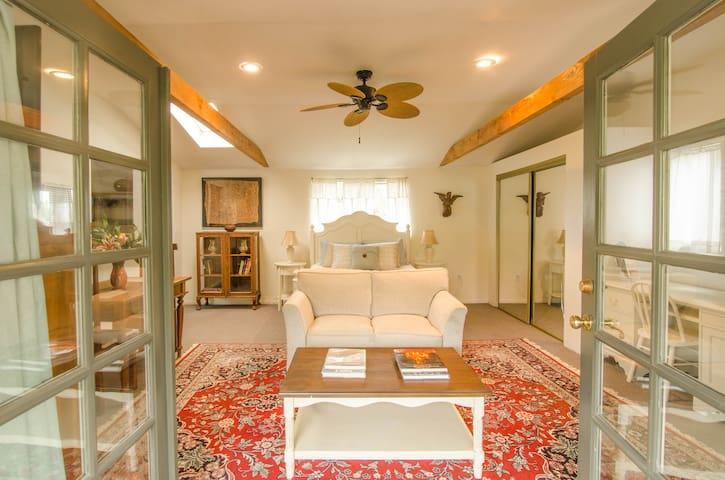 Hacienda Margarita Balcony Studio - Santa Barbara - Apartamento