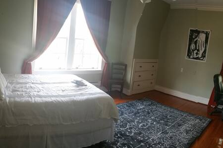 Gorgeous home, pvt bed/bath (rm 1) - Huntington - Maison