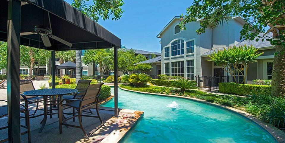 Resort-Style West Houston Townhouse - Houston - Loft
