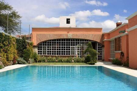 Casa 4500m de jardines 24 personas - Haus