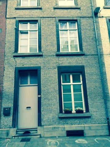 Beautiful house close to downtown - Namur - House