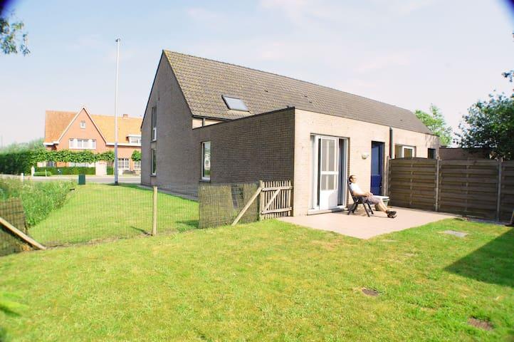 Leuke woning zonnige tuin en garage - Oost-Vlaanderen - House
