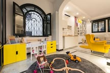Suite Home Milano FIERA - common play corner set up