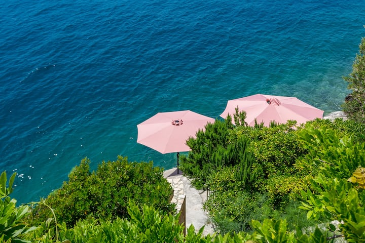 "Holiday house ""Villa Natasha""  with private beach"