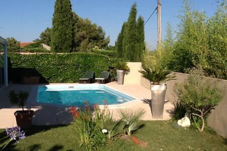 Une halte en Provence- Chbre London - Coudoux - House