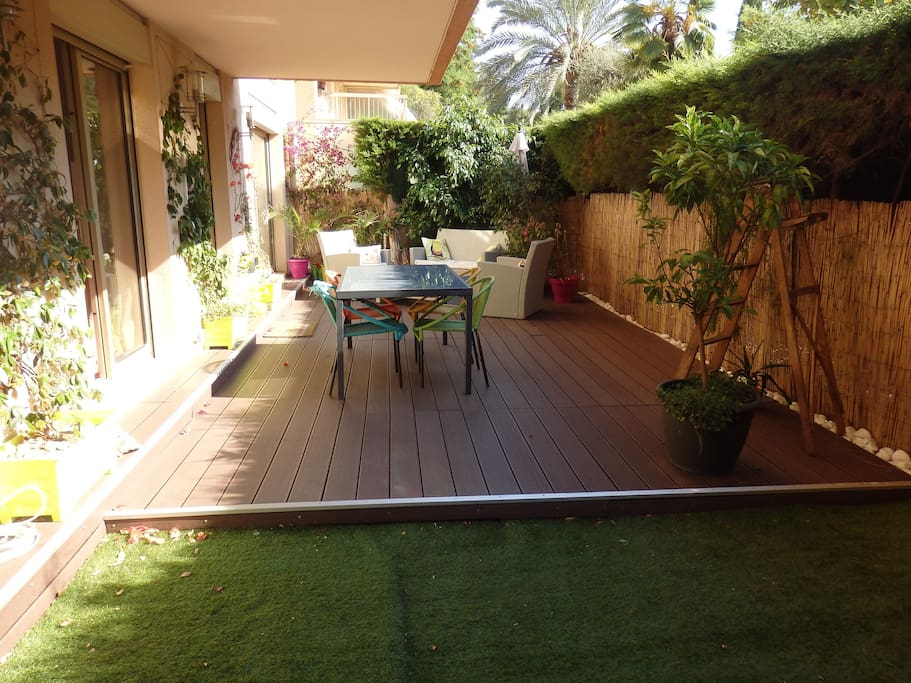 Rez de jardin 63m2 terrasse 50m2 appartements louer for Jardin 50m2 amenager