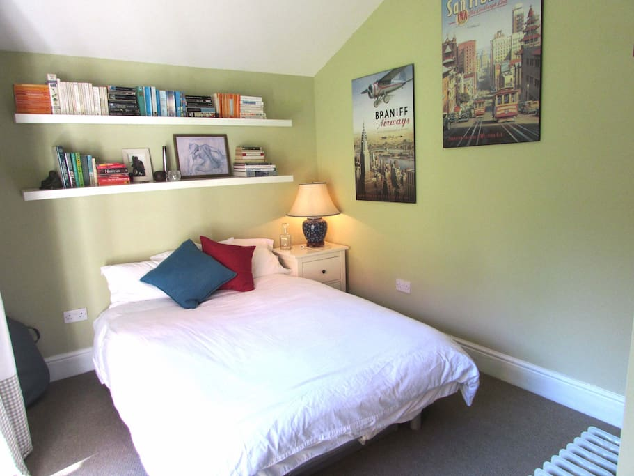Simple, light, fresh, comfortable room