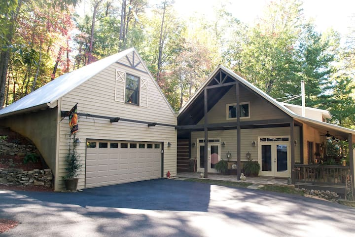 A Peaceful, Private Mountain Sanctuary - Blairsville - Huis