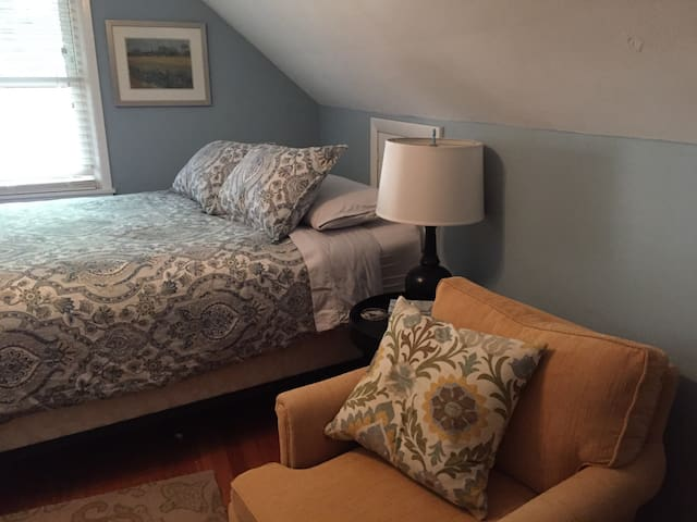 Cedar Cottage--Queen Bed - Milwaukee - Hus