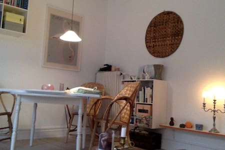 A cosy, two room apartment located very close to Aarhus C, on Trøjborg, and even closer to the beach. Its suitable for one, two or a couple to rent, winter or summer. Theres a little garden with table and some shade if needed. Groceryshops next-door.