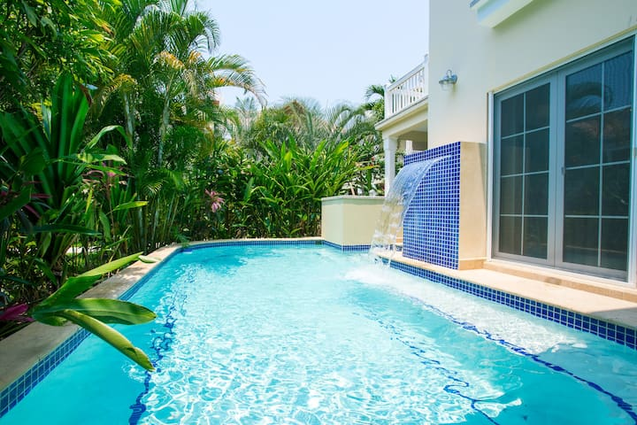 Price special for deluxe condo with private pool - Appartement luxe mexicain au plancher bien original ...