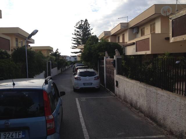 Villetta bifamiliare con posto auto - Rometta Marea