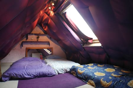 Attic room for 3 near Stonehenge - Salisbury